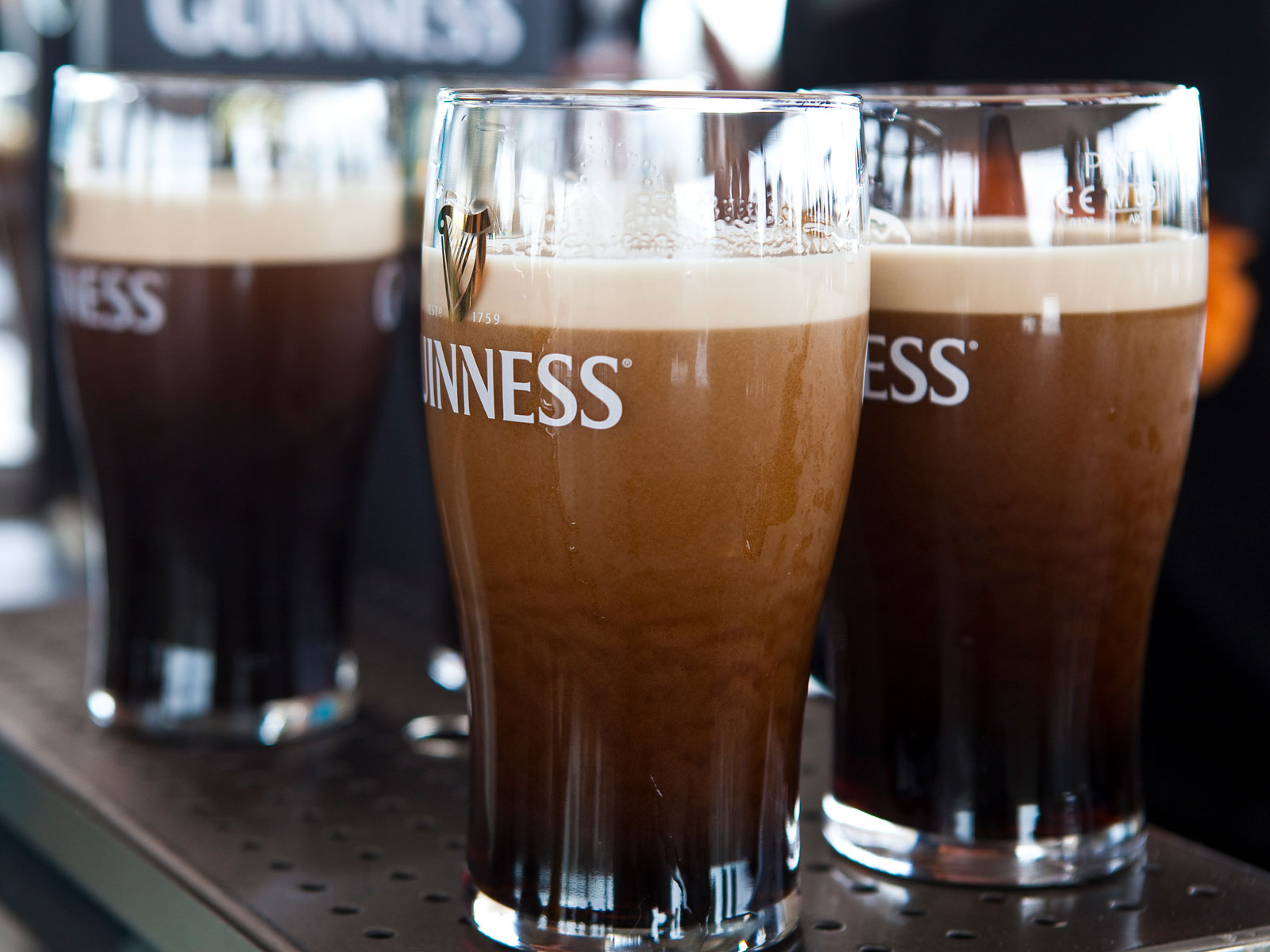 Scientists Can Finally Explain the 'Bubble Cascade' in a Pint of Guinness