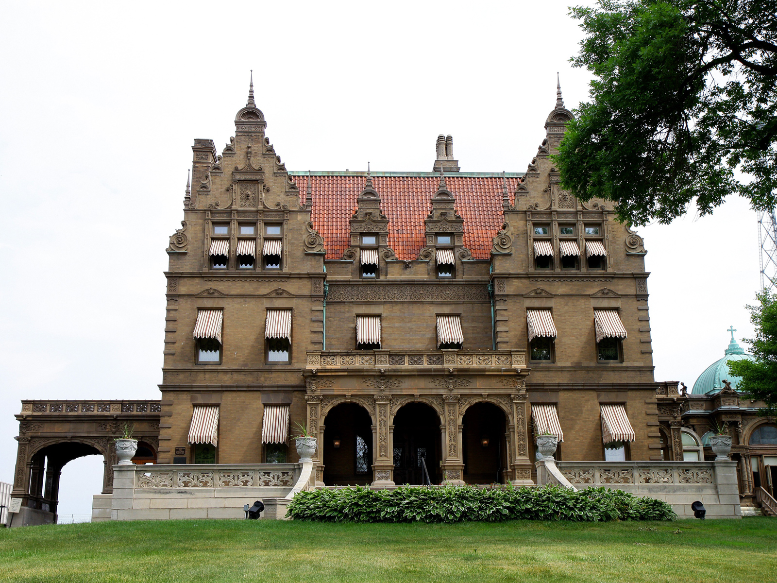 The Pabst Mansion in Milwaukee Will Hold a Yard Sale Next Weekend