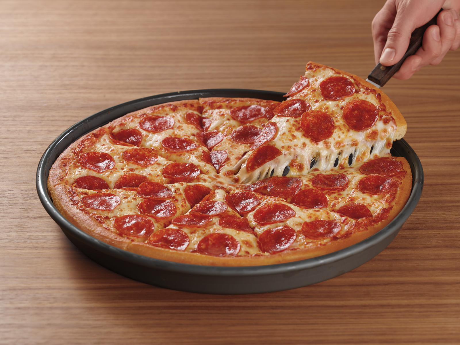 Pizza Hut Updated Its Original Pan Pizza (and We Tried It)