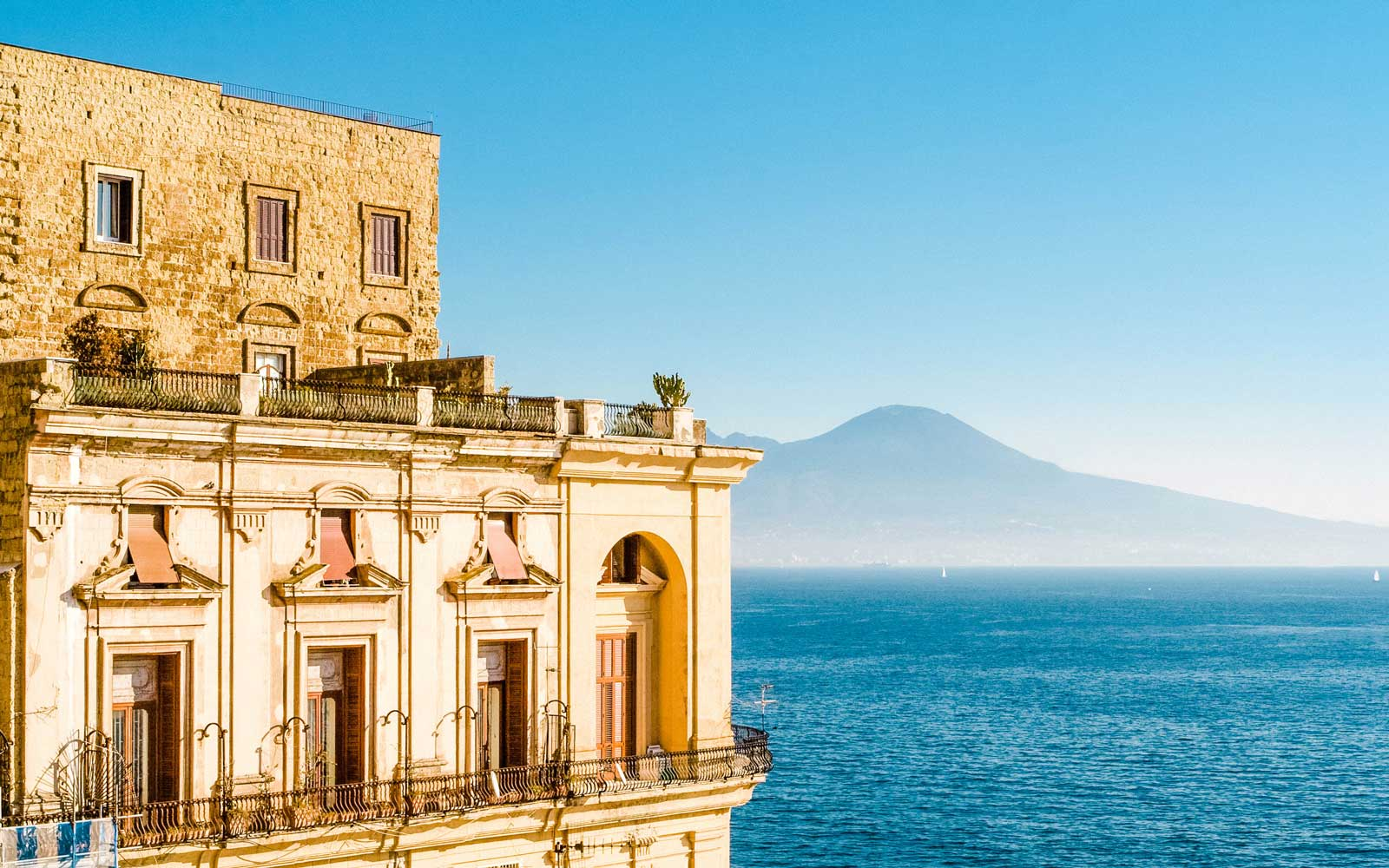 United Is Launching the Only Nonstop Flights Between the U.S. and Naples, Italy