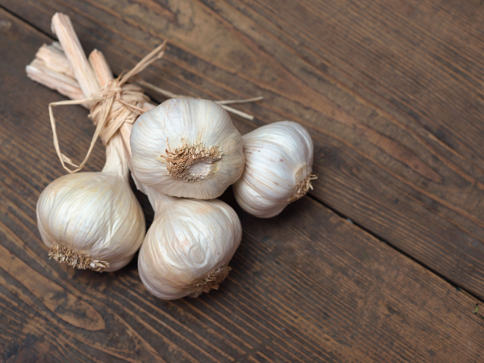 Garlic peeling and cutting tips