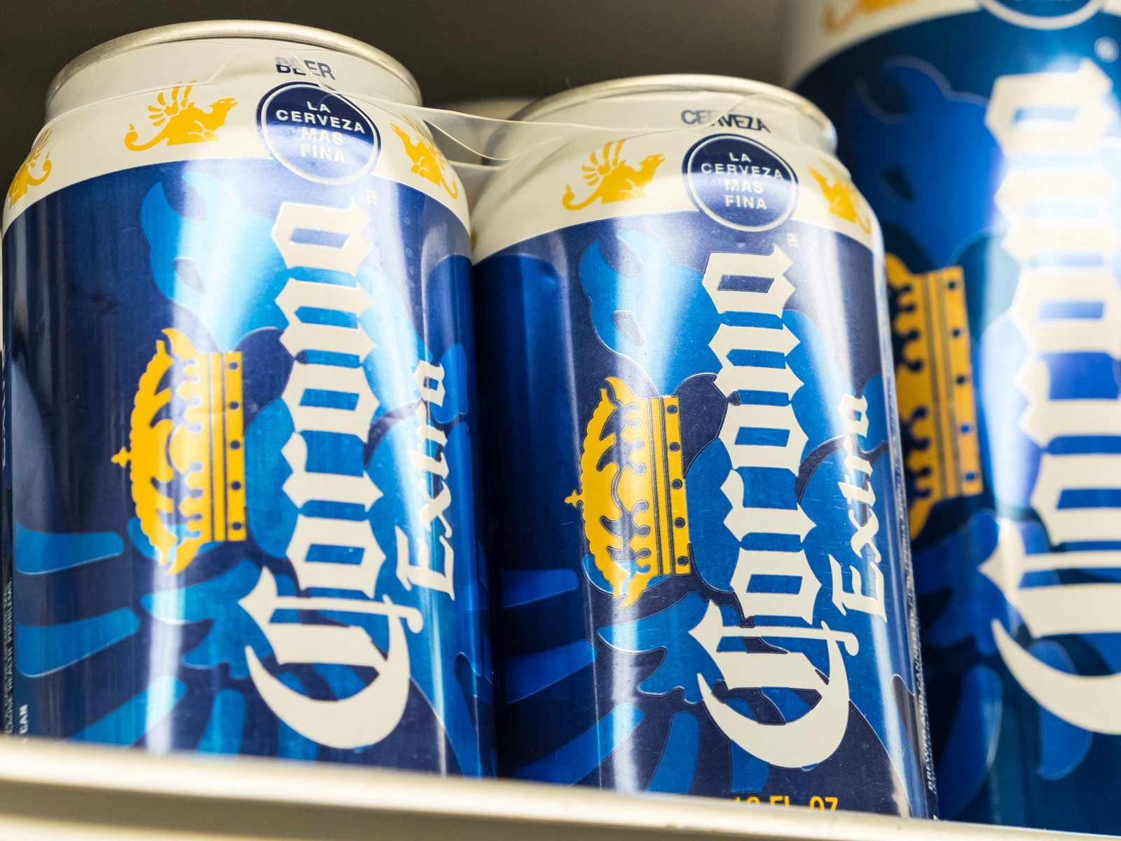 Corona Unveils Stackable Cans That Can Be Twisted Together