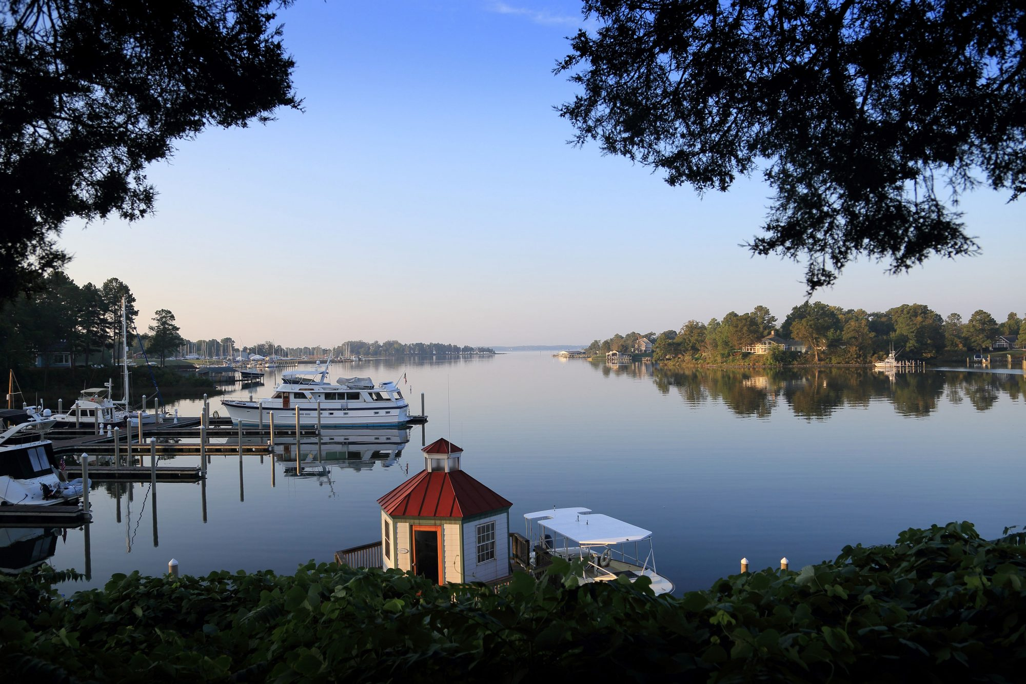 This Tiny Coastal Virginia Town Is Home to the Ultimate Oyster (and Wine) Lover's Getaway