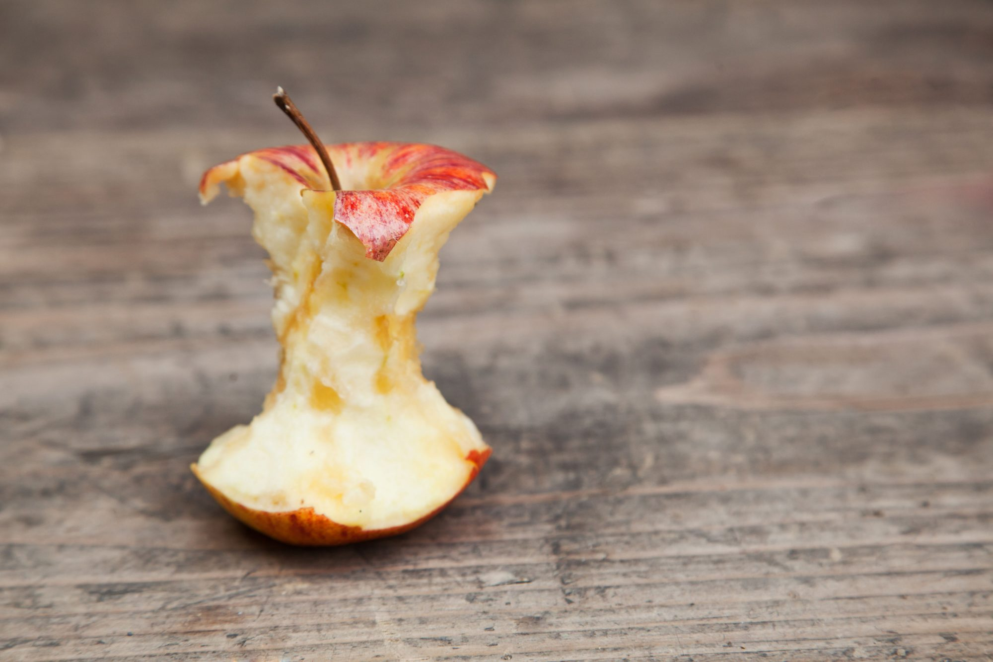 Science Says You're Eating Apples Wrong