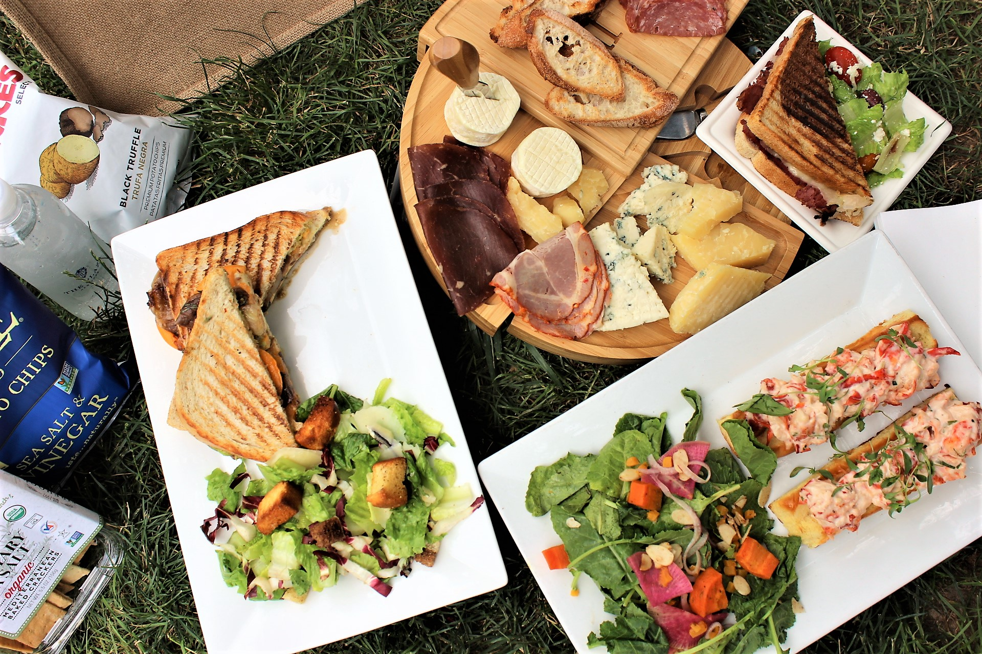 How to Pack a Better Picnic, According to the Plaza's Picnic Concierge