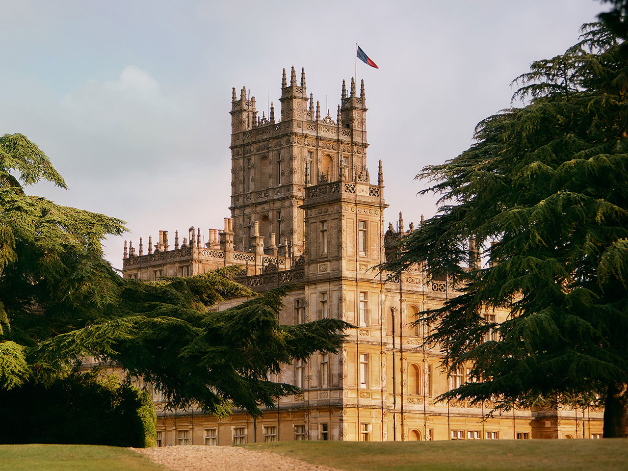 The Real-Life Downton Abbey Is on Airbnb, and You Can Eat Dinner with the Earl and Countess
