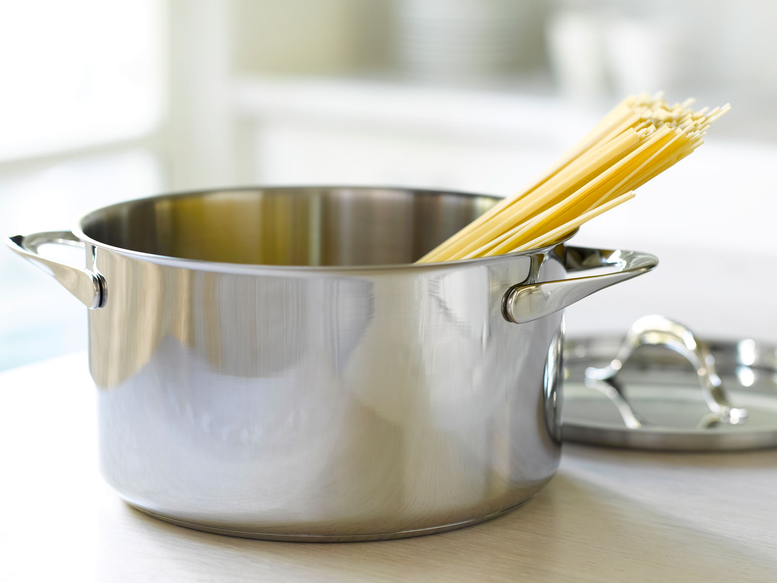 Cooking Pasta in Cold Water Isn't 'Wrong'—But It's Risky