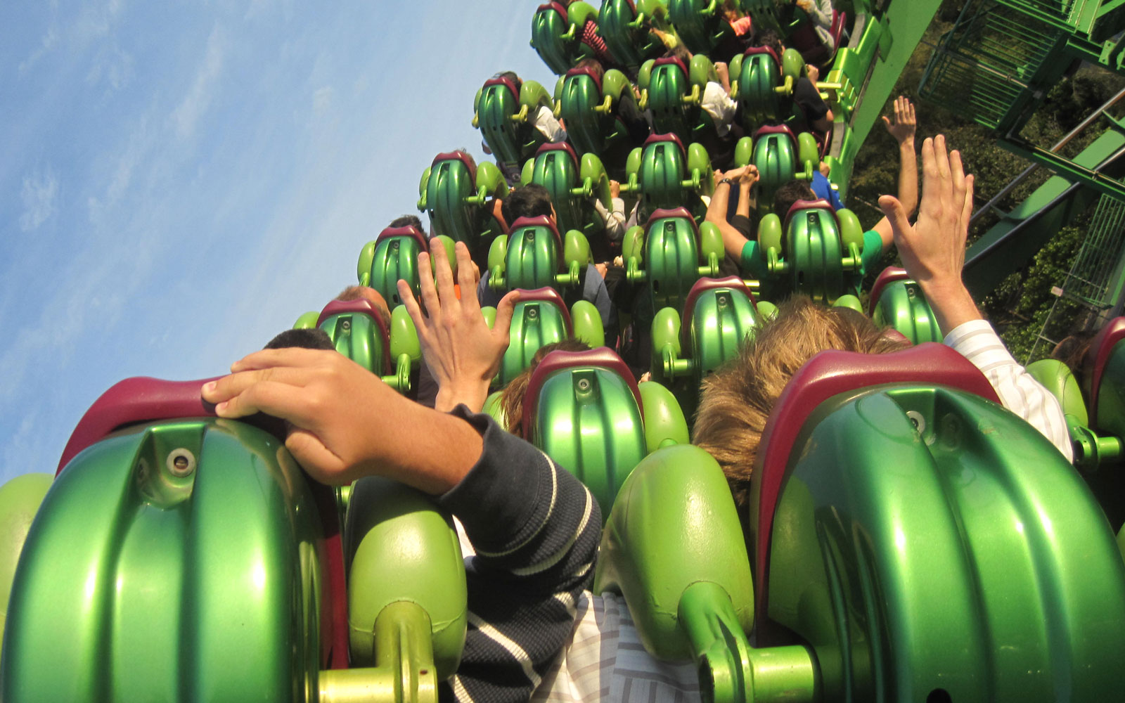This Company Will Pay You Nearly $4,000 to Rate Theme Parks in Florida